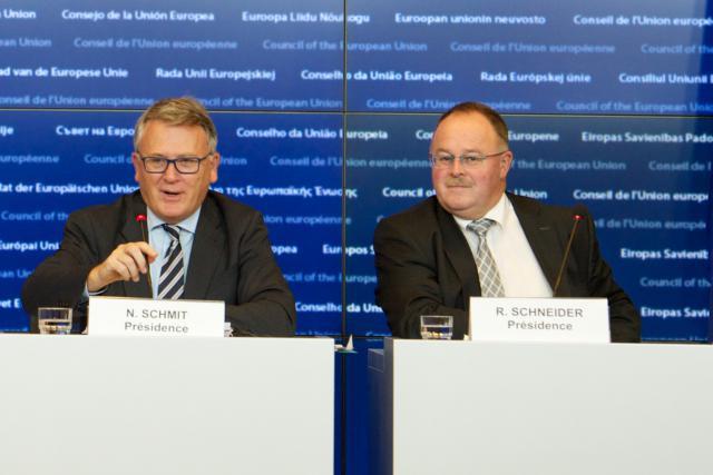 Nicolas Schmit et Romain Schneider (Photo: Union européenne)