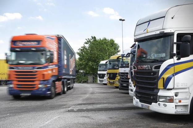En 2012, la route restait de loin le mode de transport de marchandises dominant avec 74,5% de la performance du fret terrestre total. (Photo: Luc Deflorenne / archives)