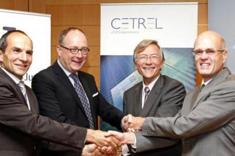 Manuel Fischer et Jean-Marc Fandel (Cetrel) with University president Rolf Tarrach and SnT-Director Björn Ottersten. (Photo: Cetrel)