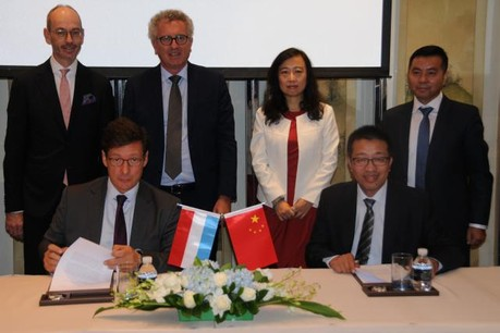 MOU was signed by Mr. Nicolas Mackel, LFF (on the left) and Mr. Wang Shugui (on the right), witnessed by the Minister of Finance, Mr. Ambassador Marc Hübsch and Ms. YUAN Wei, President of Tus-Holdings etc. (Photo: Lhoft)