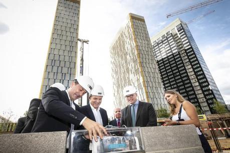 La pose de la première pierre d'OBH (Offices Boutique Hôtel), un nouveau complexe lancé au Kirchberg par Cmil, a été célébrée le lundi 3 septembre. Le site comprendra entre autres 11.500m2 de bureaux et un hôtel de 145 chambres. (Photo: Cmil)