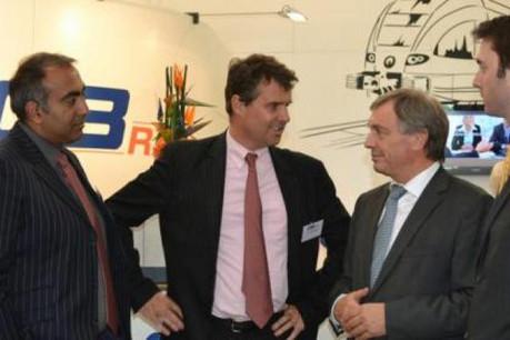Jeannot Krecké avec des collaborateurs de CB Rail. (Photo: MECE)
