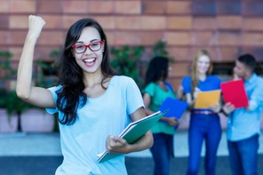 Parmi les points qui ont permis au Luxembourg de gagner trois places, l'augmentation du nombre de jeunes femmes diplômées. (Photo: Shutterstock)