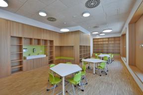 Les salles sont aménagées pour être utilisées indifféremment par l'école ou par le foyer scolaire. ((Photo: Agence Kapture))