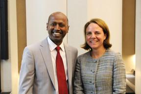 Navi Radjou (speaker et auteur) et Corinne Cahen (ministre de la Famille). ((Photo: Deloitte Luxembourg))