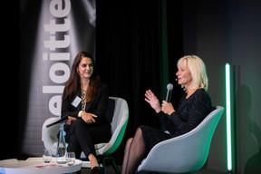 À gauche, Sarah Khabirpour (modératrice du jour pour Deloitte) et Nancy Rademaker (Nexxworks). ((Photo: Nelson Coelho/Deloitte Luxembourg))