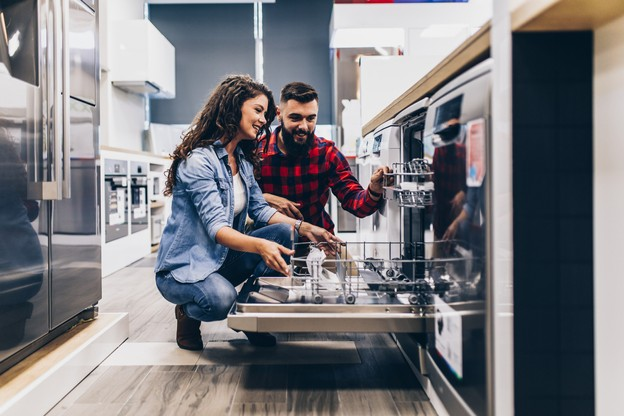 Une des composantes de l'indicateur de la BCL est constituée des achats importants que les ménages prévoient dans les prochains mois. (Photo: Shutterstock)
