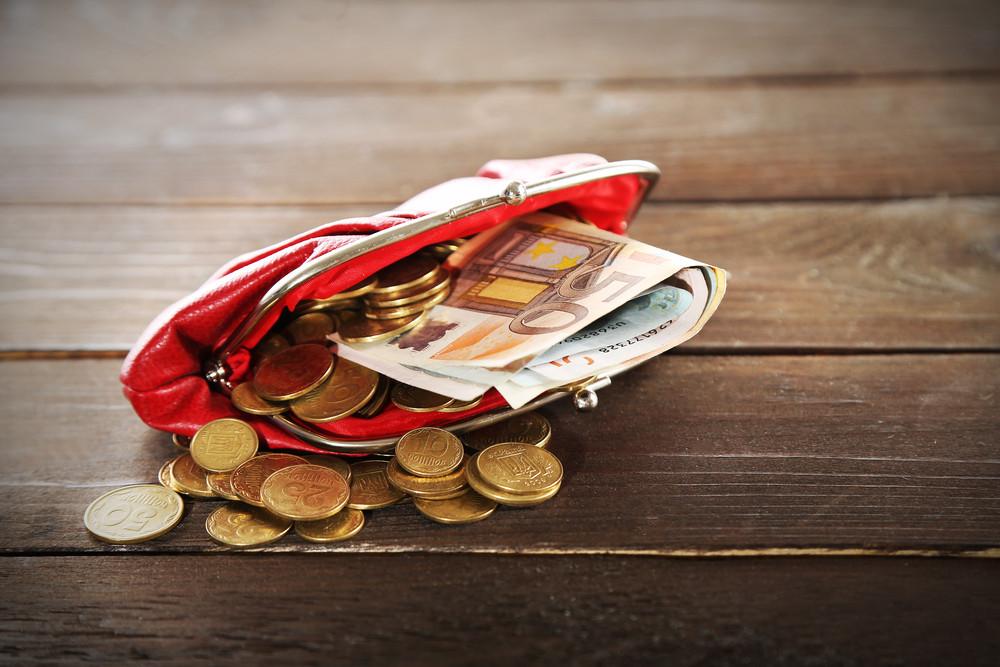 Les ménages auraient tendance à vouloir reporter des achats importants, ce qui traduit une incertitude par rapport aux prochains mois. (Photo: Shutterstock)