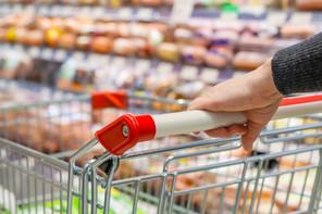 La confiance revient tout doucement, mais reste largement inférieure à celle des années précédentes. Les ménages continuent de différer leurs gros achats. (Photo: Shutterstock)