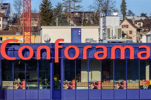 En proie à des pertes de 100 millions d'euros l'an dernier, Conforama a décidé de fermer 32 magasins de sa marque et 10 de Maison Dépôt. (Photo: Shutterstock)