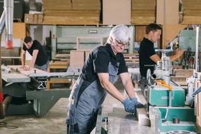 L'atelier situé à Mondercange est déjà éloigné du showroom de Bertrange, mais le télétravail et la distanciation sociale ont compliqué la communication entre les entités au printemps dernier ((Photo: Steffen Löffler))