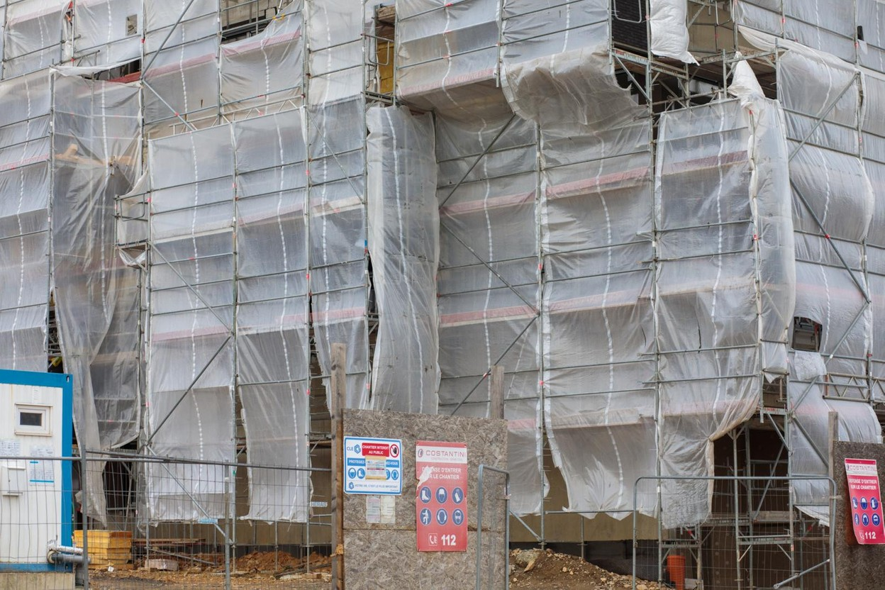 Despite the collective leave between 30 July and 22 August, many construction sites will continue to operate Photo: Matic Zorman