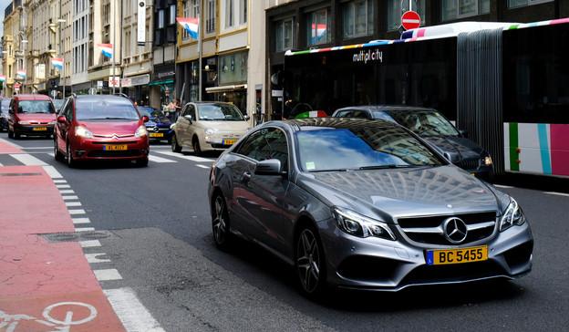 De très nombreux frontaliers disposent d'un véhicule de leur employeur luxembourgeois. (Photo: Shutterstock)