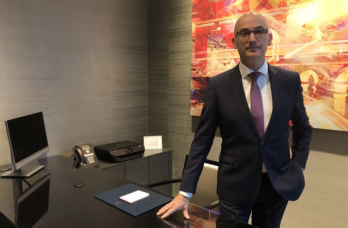 À l'hôtel Le Royal, le directeur adjoint, Jean-LucPignier, avoue que l'épidémie se fait ressentir sur la fréquentation. (Photo: Paperjam)