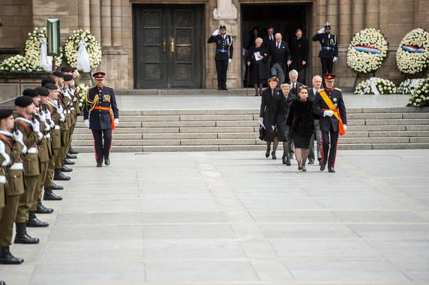 Le couple grand-ducal, la Grande-Duchesse Maria Teresa et le Grand-Duc Henri, ouvre le cortège funèbre. (Photo: Anthony Dehez)