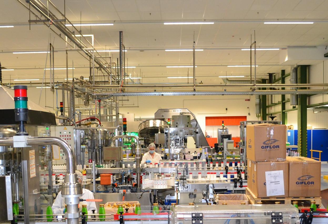 Cosmolux fabrique des produits d'hygiène corporelle pour les marques du groupe Maxim, mais aussi pour celles d'une série de distributeurs, dont Lidl, Aldi, Auchan et Hema. (Photo: ministère de l'Économie)