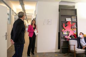 Matthieu Croissandeau, directeur éditorial,Nathalie Reuter, directrice des développements éditoriaux, etXavier Bettel, Premier ministre ((Photo: Matic Zorman / Maison Moderne))