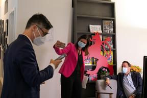 Julien Delpy, directeur du Paperjam Club,Nathalie Reuter, directrice des développements éditoriaux, etXavier Bettel, Premier ministre ((Photo: Matic Zorman / Maison Moderne))