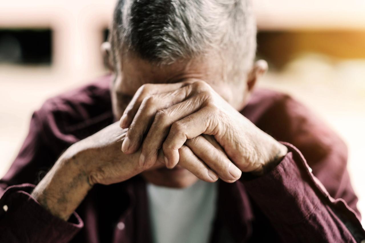 Face à un danger immédiat, quelle place accorder au bien-être psychologique des personnes âgées? (Photo: Shutterstock)