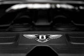 Le V8 exprime tout son caractère en mode sport et on ne se lasse pas de rétrograder pour mieux entendre le pot d'échappement aboyer. ((Photo: Patricia Pitsch / Maison Moderne))