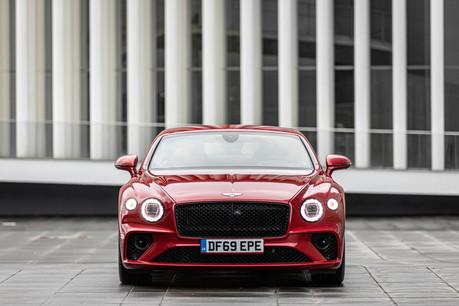 Au niveau du look, l'ADN Bentley est bien présent, avec ses deux optiques encadrant une large calandre et ses deux feux en amande à l'arrière. (Photo: Patricia Pitsch / Maison Moderne)