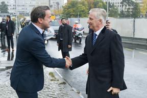 Le Premier ministre Xavier Bettel a accueilli le Roi Philippe au Monument national de la solidarité. ((Photo: SIP /Jean-Christophe Verhaegen))