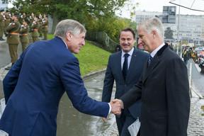 Le vice-Premier ministre François Bausch a également salué le Roi des Belges. ((Photo: SIP /Jean-Christophe Verhaegen))