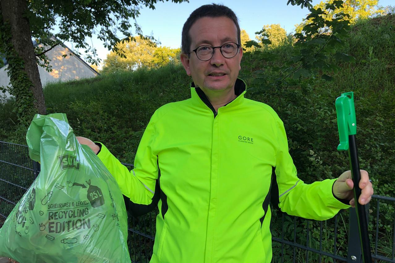 Maurice Bauer s'étonne que des gens puissent encore jeter autant de déchets le long des routes. (Photo: DR)