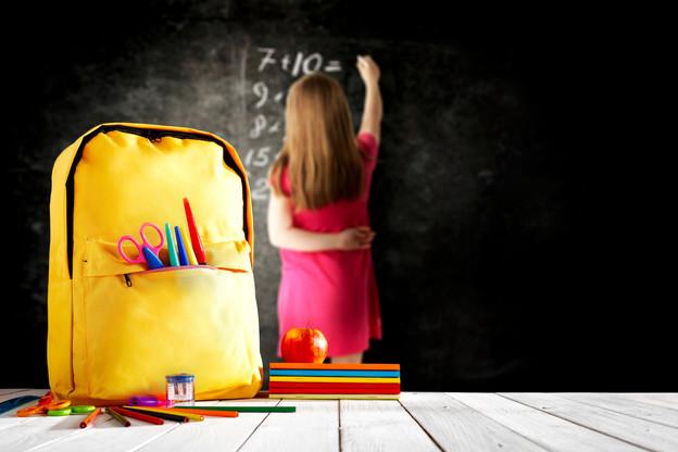 Entre l'allocation de rentrée et la gratuité des livres, l'État a fait baisser la facture de la rentrée scolaire pour les parents. (Photo: Shutterstock)