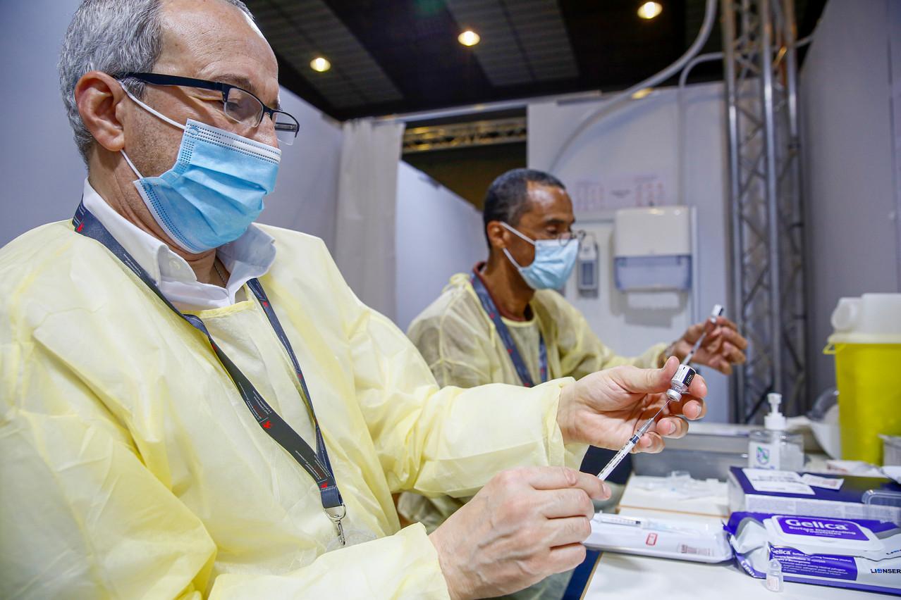983 nouvelles personnes ont reçu, mercredi, une première dose de vaccin; 218, une seconde.  (Photo: SIP/Julien Warnand)