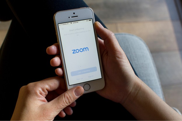 Depuis le début de la période de confinement, Zoom connaît une popularité sans précédent. (Photo: Shutterstock)
