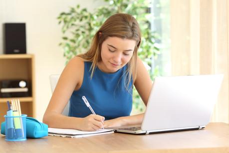 Les classes supérieures vont rebasculer dans l'enseignement en alternance. (Photo: Shutterstock)