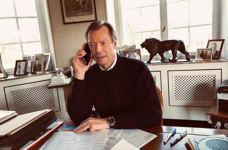 «Confiné au château de Berg avec S.A.R. la Grande-Duchesse, S.A.R. le Grand-Duc est en contact quotidien avec l'ensemble des forces vives de la nation mobilisées dans la lutte contre le Covid-19», indique la Cour grand-ducale. (Photo: Cour grand-ducale)
