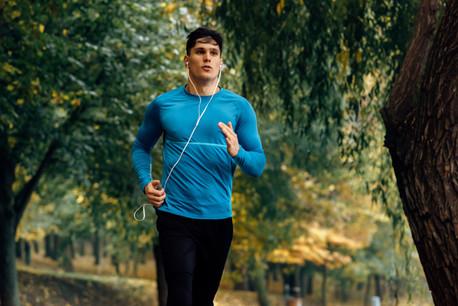 Lorsqu'on pratique seul son sport en plein air, pas de restriction. (Photo: Shutterstock)