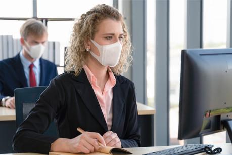 Même s'il est peu actif, le virus reste présent au Luxembourg. Le port du masque reste donc un geste essentiel. (Photo: Shutterstock)