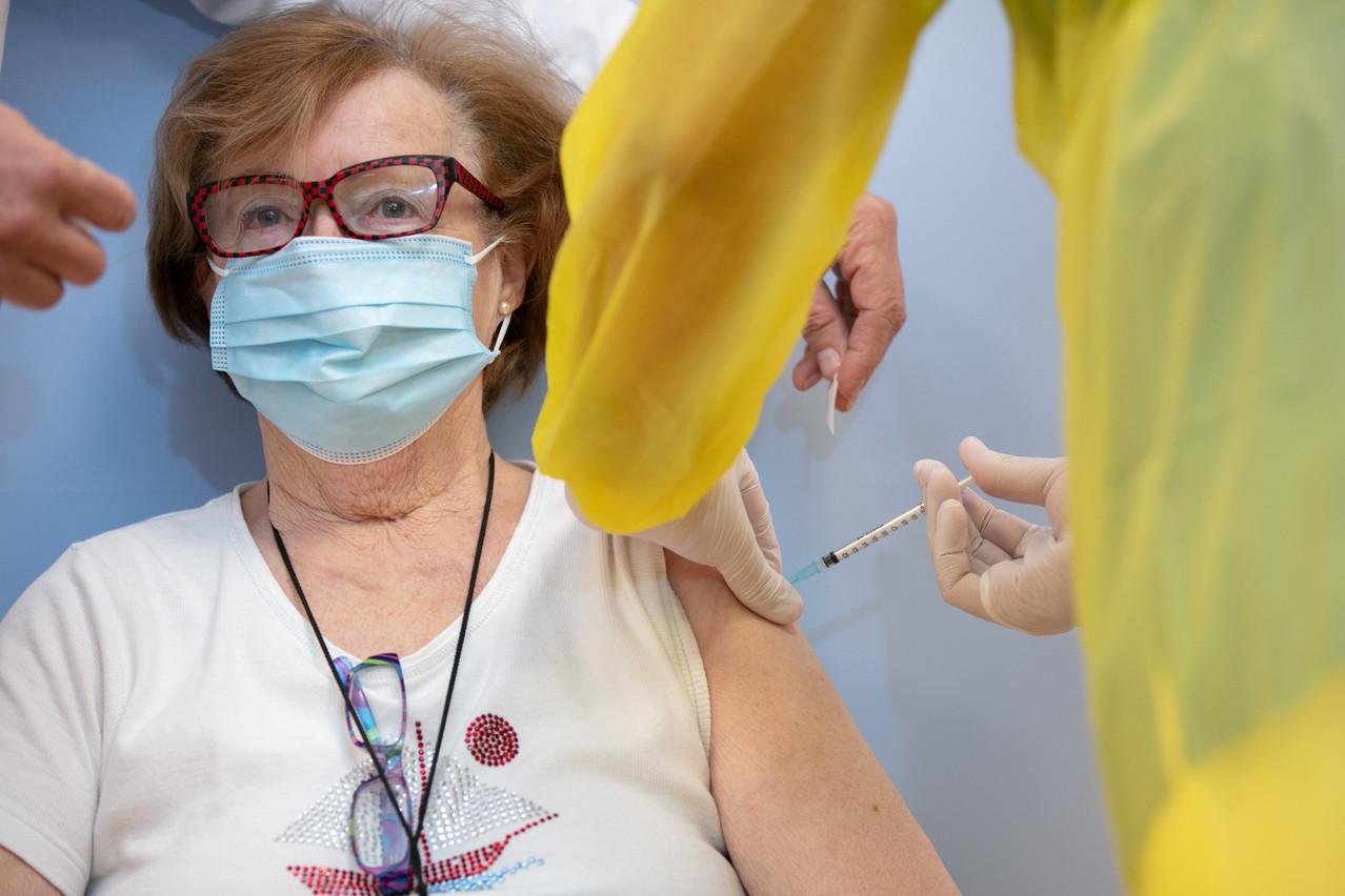 La vaccination ralentit légèrement, ce qui n'empêche pas le nombre de nouvelles infections de diminuer. (Photo: Romain Gamba/Maison Moderne)