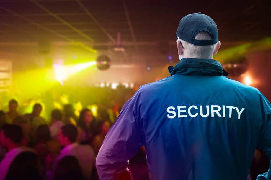 Security guards have been given a new task: checking covid tests, recovery and vaccination certificates Photo: Shutterstock
