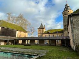 En plus du corps principal, une série de bâtisses complètent l'ensemble bâti. ((Photo: Croix-Rouge luxembourgeoise))