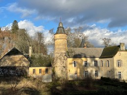 À l'arrière du château de Birtrange se trouve une tourelle. ((Photo: Croix-Rouge luxembourgeoise))