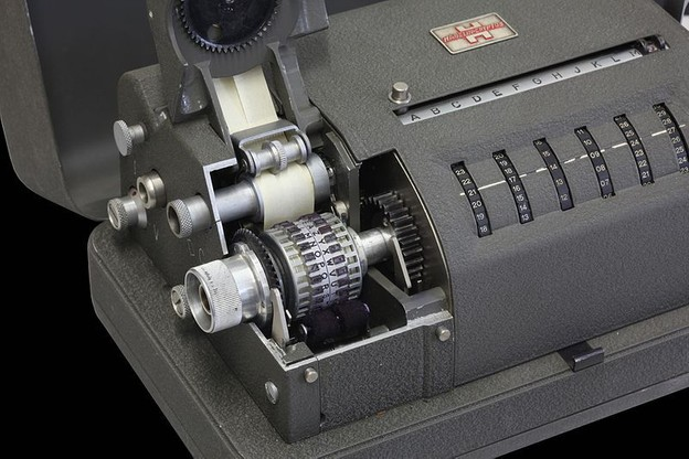 Une CX-52 de Crypto AG. Cette machine à chiffrer des messages pour les rendre incompréhensibles a été la première à être utilisée par les Américains pour accéder aux secrets d'une soixantaine de pays dans les années1950. (Photo: Commons Wikimedia)