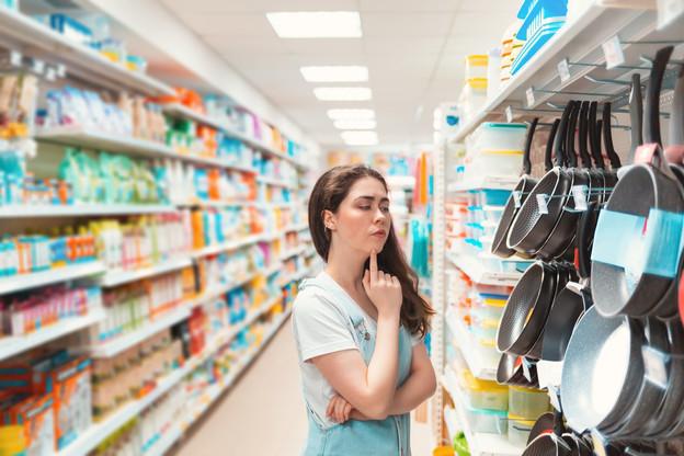 Dans les grandes surfaces, les ventes de produits et de matériel pour cuisiner explosent. (Photo: Shutterstock)