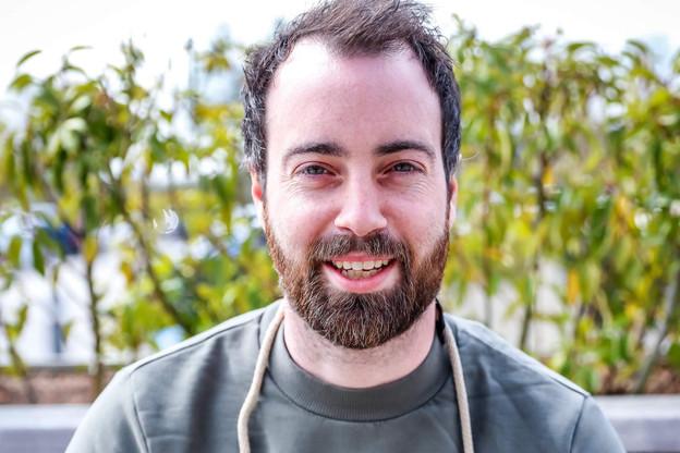 Après avoir bourlingué, Killian Crowley a (re)posé ses valises à Virton, où il met l'accent sur l'éducation gastronomique avec son projet Sonas… (Photo: Mickaël Williquet)