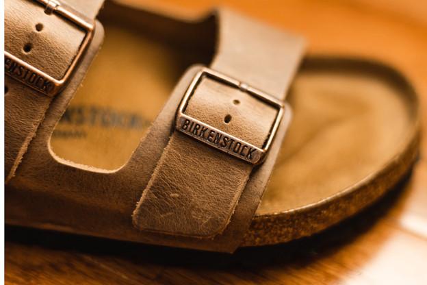 Créée pour des raisons orthopédiques, la Birkenstock est aujourd'hui une sandale très prisée, dont les ventes auraient été dopées par le télétravail. (Photo: Birkenstock)
