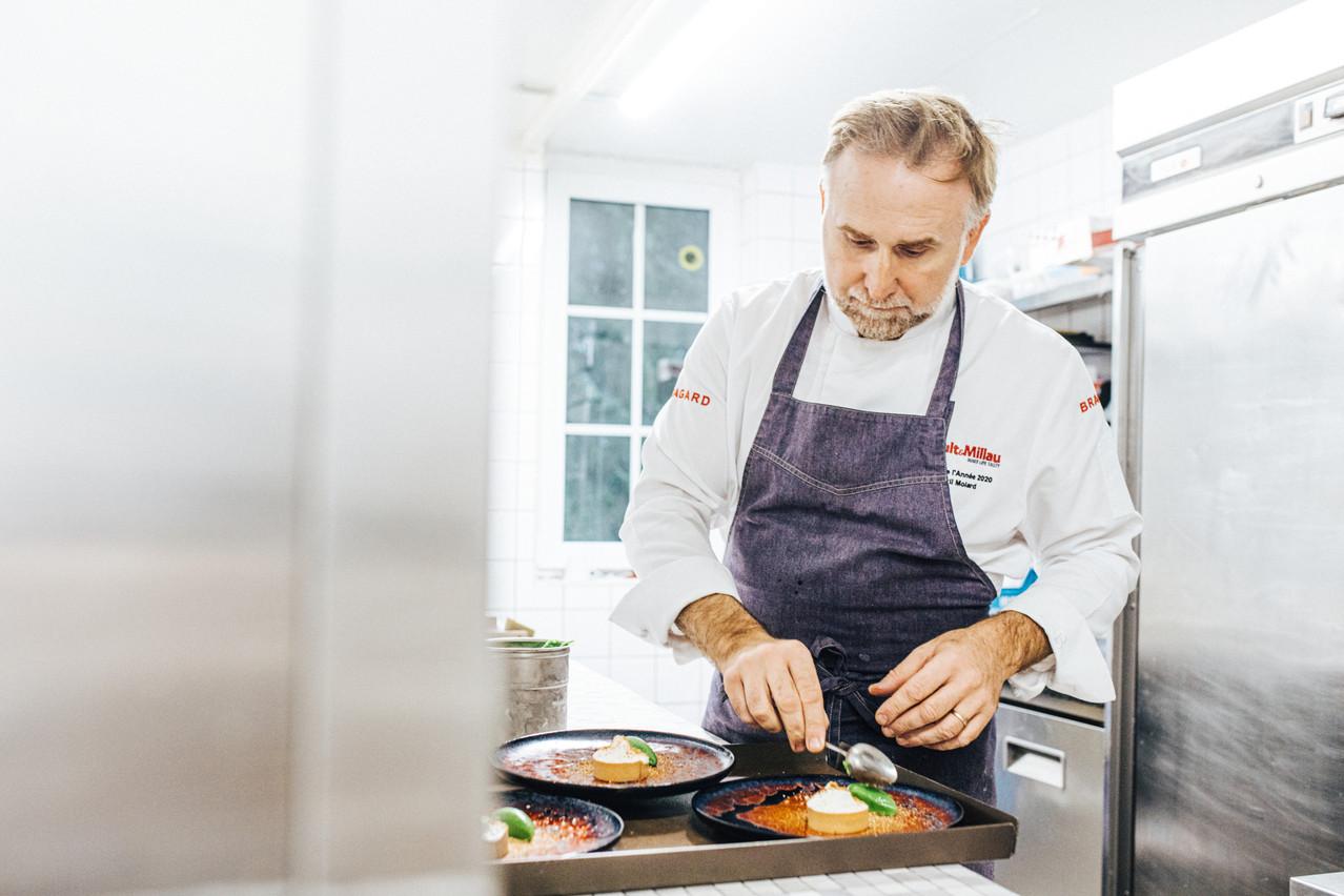 Cyril Molard, seul chef «deux étoiles» du Luxembourg, met plus que jamais ce dernier en lumière en intégrant «Les Plus Grandes Tables du Monde». (Photo: Edouard Olszewski)
