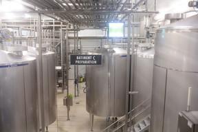 Le lait est stocké dans plusieurs silos. ((Photo: Matic Zorman / Maison Moderne))