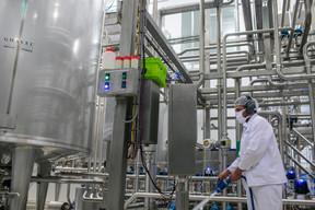 Luxlait nous montre le circuit du lait dans son usine. ((Photo: Matic Zorman / Maison Moderne))