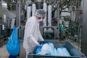L'usine de Mersch, active en pleine crise du Covid-19 pour fournir la population en produits laitiers. ((Photo: Matic Zorman / Maison Moderne))