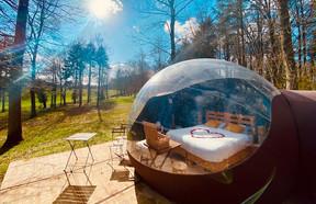 Les bulles sont situées dans des endroits entourés de verdure. ((Photo: Bubbleplace))