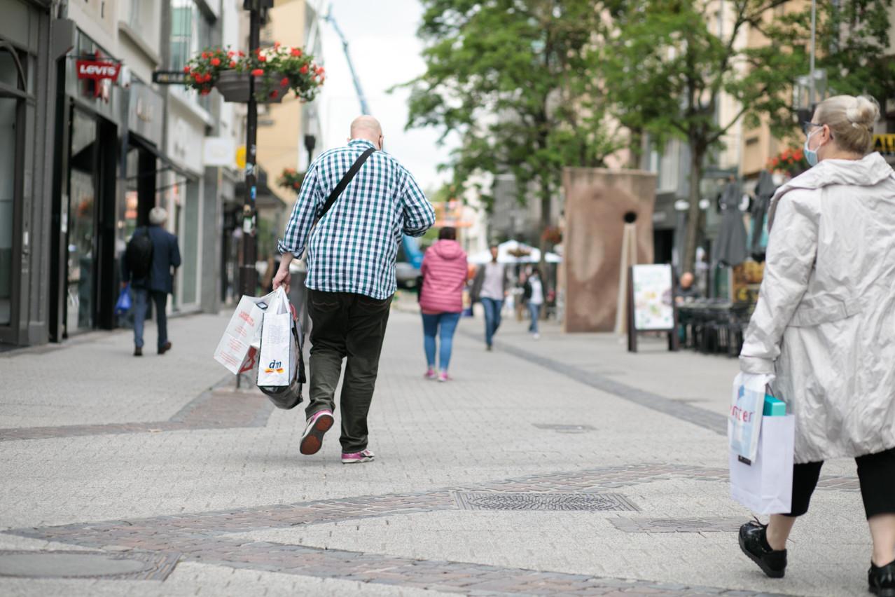 Les commerçants espèrent faire le plein de chalands et vider leur imposant stock après deux mois de fermeture forcée et une reprise plutôt difficile des ventes. (Photo: Matic Zorman / Maison Moderne)