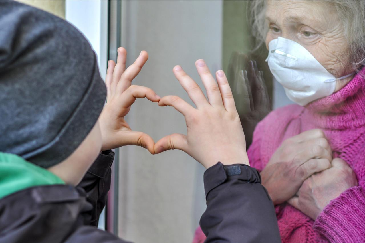 Le respect des droits des personnes qui résident dans des maisons de repos en cette période de crise sanitaire fait, entre autres, l'objet de toute l'attention de la CCDH. (Photo: Shutterstock)